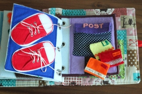 Schleifen binden und Post mit kleinen Briefchen