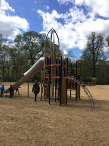 Kletterturm für die Größeren auf dem neue Spielplatz in Weisensee