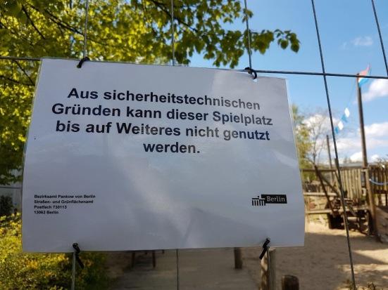 Sperrung vom Kinderspielplatz in Berlin Weissensee