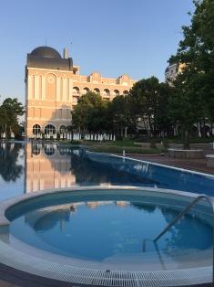 Pool in der ersten Ebene im RIU Hotel Helios Paradise